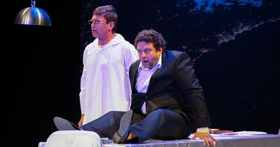 Сцена из спектакля «Бесконечное начало» по пьесе Виктора Понизова, выбор между поступком и проступком в жизни обычного человека