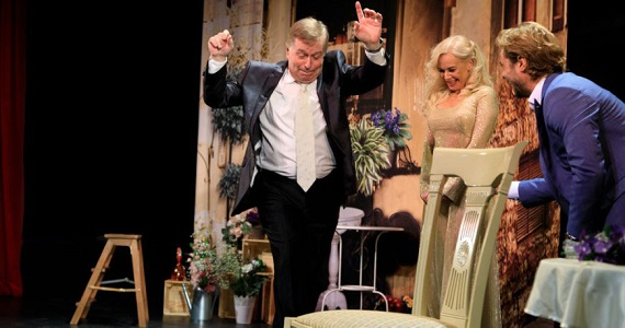 Герои пьесы «Идеальный свидетель» находят свидетеля на свою свадьбу, который меняет их мировозрение накануне торжества, премьера в Германии осенью 2021 года