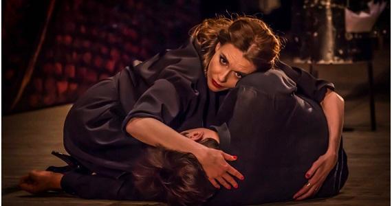 Сцена из спектакля «Мастер и Маргарита» по пьесе Михаила Булгакова, купить билеты можно на сайте концертного агентства Artist Production