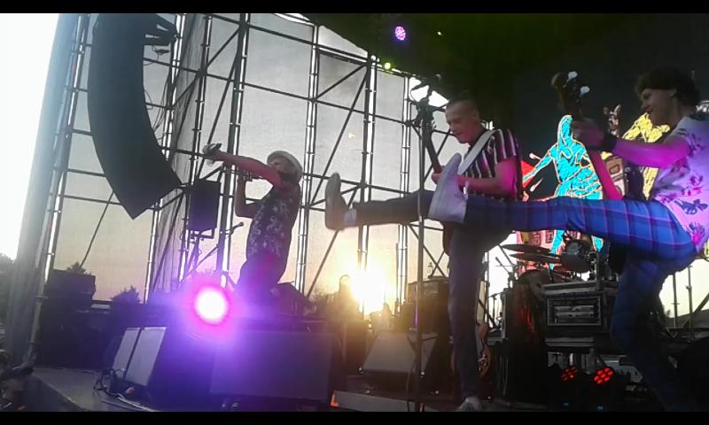 ВВ, Вопли Видоплясова, считаются основателями украинского рок-н-ролла и этно-рока, именно они первыми стали петь на украинском языке в стиле рок