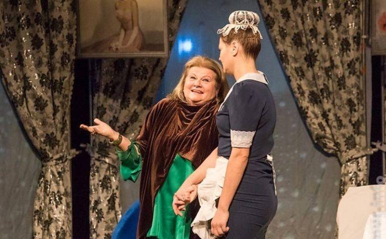 Сцена из спектакля «На струнах дождя» по пьесе британского драматурга Альберта Ковальского, гастроли в Германии в октябре 2021 года