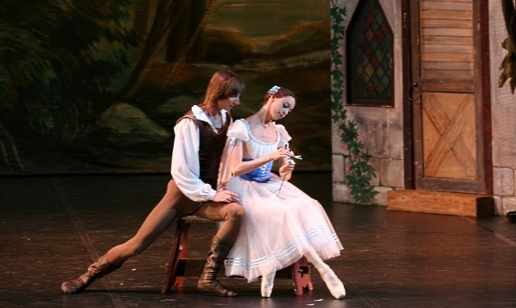 Жизель и Альберт, главные герои балета на музыку композитора Адольфа Адана, мистической истории о вилисах – девушках, умерших от несчастной любви перед свадьбой