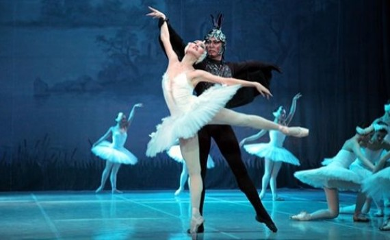 Музыка и хореография балета Лебединое озеро стали неотъемлемой частью мировой культуры, а отдельные эпизоды постановки узнаются с первого взгляда и первых нот