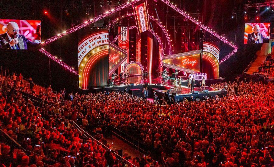 Ежегодная музыкальная премия Шансон года присуждается победителям еженедельных хит-парадов на Радио Шансон с 2002 года