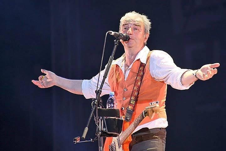 Один из основателей группы Чайф, солист и автор многих песен группы Владимир Шахрин