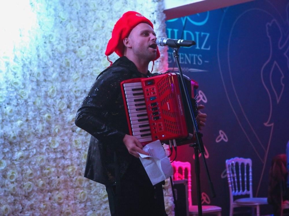 Русские артисты, хорошая музыка и изысканная кухня в шоу «Новый год 2021 в стиле советского кино» в Германии