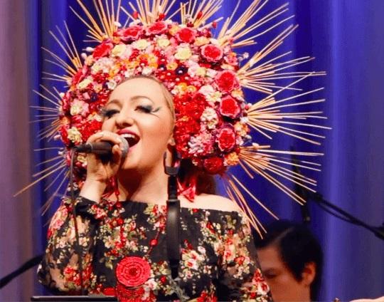 Певица Ольга Зайцева, приглашенная артистка для участия в программе «Новый год 2021 в стиле советского кино» в Германии 31 декабря 2020 года