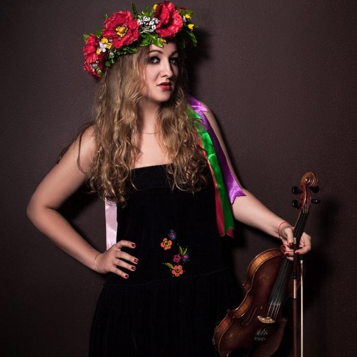 Многожанровая артистка, певица и скрипачка Ольга Зайцева выступит перед гостями новогодней вечеринки 31 декабря 2020 года в Германии