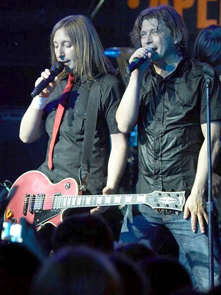 Выступление культовой рок-группы Би-2 в составе Шуры и Левы
