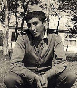 Григорий Лепс служил в далеком Хабаровске в военном ансамбле, где играл на ударных и пел патриотические песни