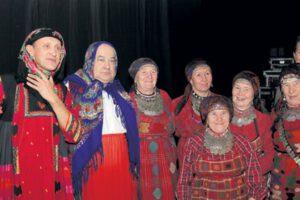 Бурановские бабушки на совместном выступлении с юмористами