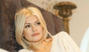 Популярная певица шансона Ирина Круг у себя дома