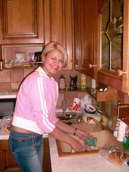 Популярная певица Ирина Круг у себя дома на кухне
