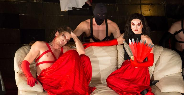 Спектакль «Саломея» в красных и черных тонах, культовая постановка и визитная карточка Театра Романа Виктюка
