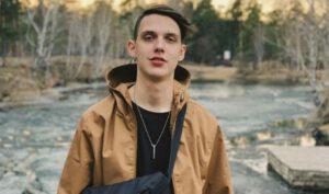 Тима Белорусских поет о простом и понятном каждому молодому слушателю