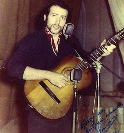 Параллельно с работой на «скорой» Александр Розенбаум продолжал увлеченно заниматься музыкой