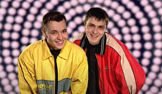 Сергей Жуков и Алексей Потехин, кадр из первого видеоклипа «Малыш» группы «Руки вверх!»