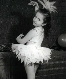 Ирина Аллегрова в детстве занималась балетом и посещала музыкальную школу при Бакинской консерватории