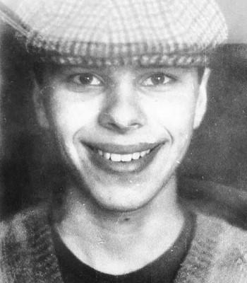 Фото Максима Фадеева в юности, когда он рос бойким и непоседливым, любил подвижные игры, а после школы поступил в музыкальное училище