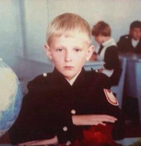 Детское фото популярного российского стендап-комика Павла Воли