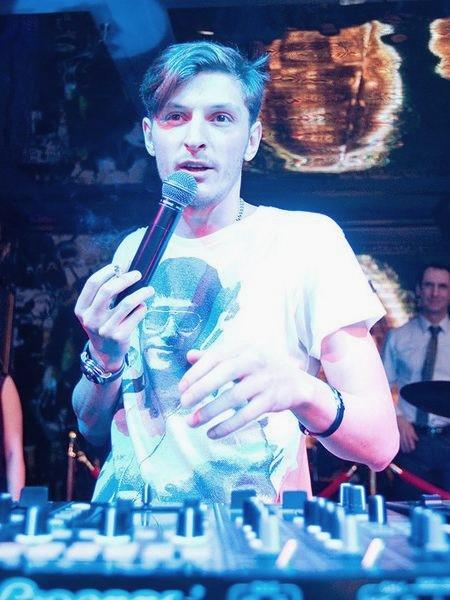 Павел Воля в разные годы вел молодежную передачу «Слэм», работать прорабом на стройке и диджеем в клубе