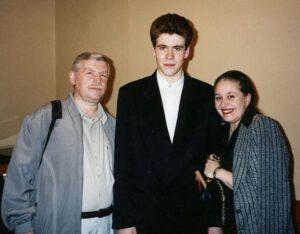 Денис Мацуев с отцом, Леонидом Викторовичем, пианистом и композитором, и матерью, Ириной Дмитриевной, преподавателем фортепиано