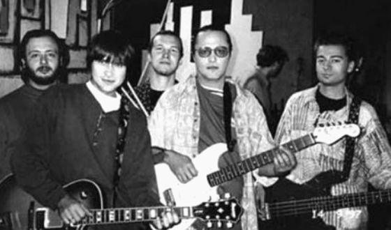 Молодая группа «Сплин» с 1994 по 1996 год начинает выступать в клубах Петербурга и выпустила первый клип на песню «Мне сказали слово»