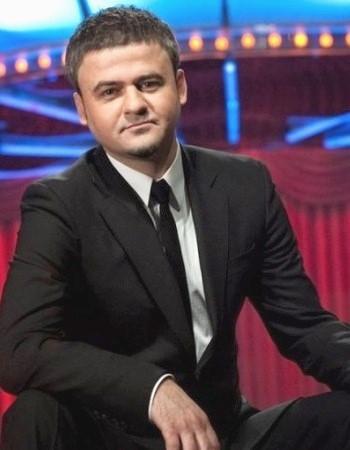 Актер Юрий Крапов стоял у истоков создания компании, он является одним из основных актеров «Вечернего Квартала»