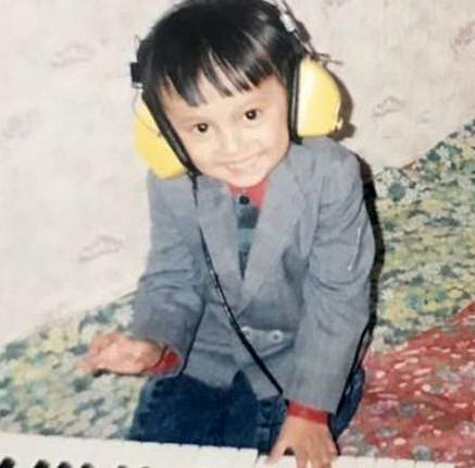 Детское фото Димаша Кудайбергена, будущего популярного талантливого певца из Казахстана