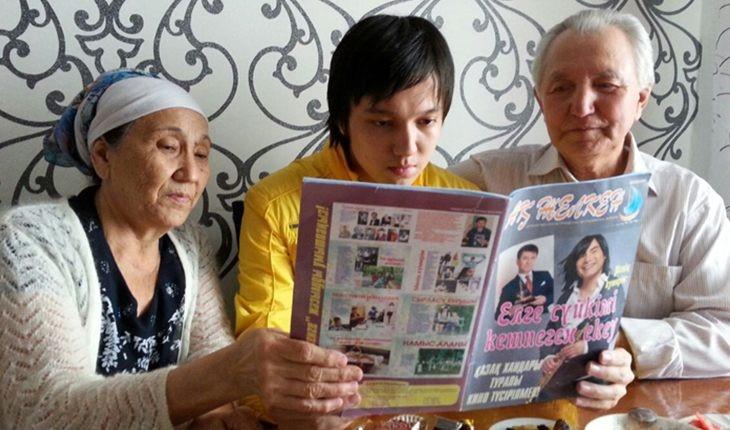Бабушка и дедушка Димаша занимались воспитанием внука и прививали ему любовь к национальной культуре
