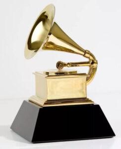 Статуэтка, ежегодно вручаемая лауреатам музыкальной премии Grammy от американской Национальной академии искусства и науки звукозаписи