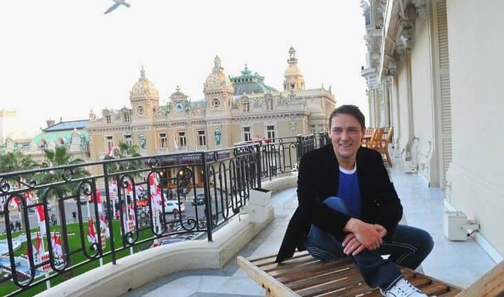 В конце 90-х годов Юрий Шатунов взял билет в один конец и обосновался в Германии, где завел семью
