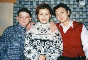 Каролина Куек, будущая звезда сцены Ани Лорак, вместе с братьями Андреем и Игорем