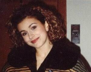 В 17 лет Каролина попала на российское шоу юных талантов «Утренняя звезда», где выступила под именем Ани Лорак