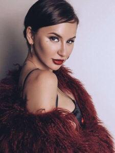 Певица, участница группы Artik & Asti, Анна Дзюба родилась 24 июня 1990 года в украинском городке Черкассы