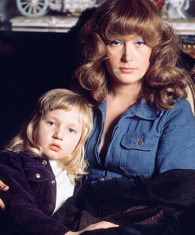 Будущая популярная певица и актриса Кристина Орбакайте с мамой, знаменитой певицей Аллой Пугачевой