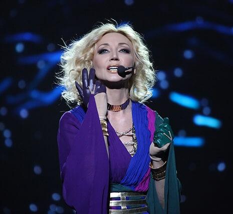 Дебют Кристины Орбакайте как певицы состоялся на «Рождественских встречах» Аллы Пугачевой, а сейчас в ее репертуаре более ста пятидесяти песен