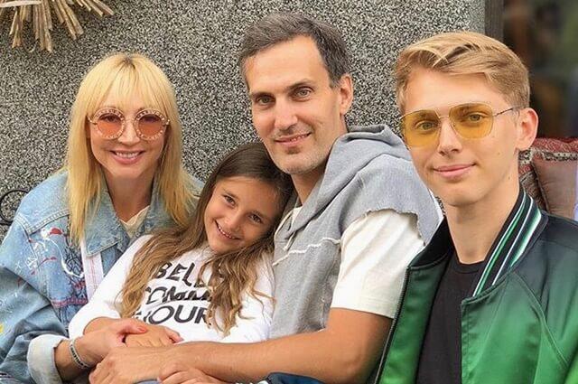 Кристина Орбакайте с сыном Дени, мужем Михаилом Земцовым и их совместной дочерью Клавдией