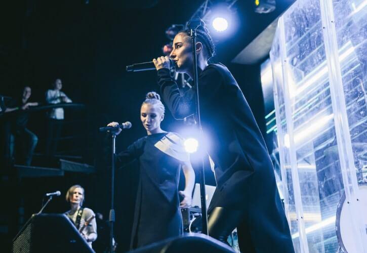 Дуэт 2Маши своими выступлениями на сцене дарят зрителям потрясающие эмоции и невероятный заряд энергии