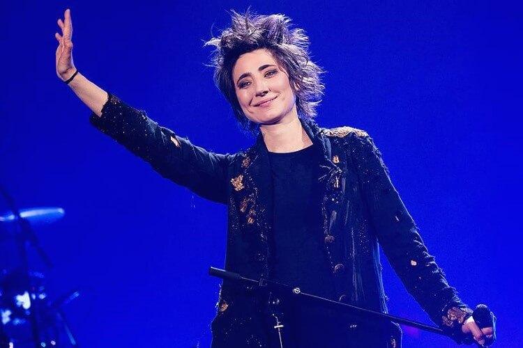 Российская певица Земфира при каждом выходе на сцену удивляет публику свежестью своей музыки и актуальностью стихов