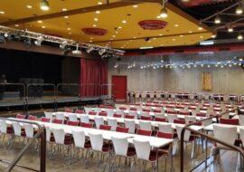Большой зал в Freizeitheim Döhren площадью 460 кв. м. вмещает до 449 человек при рядной рассадке или до 302 человек за столами